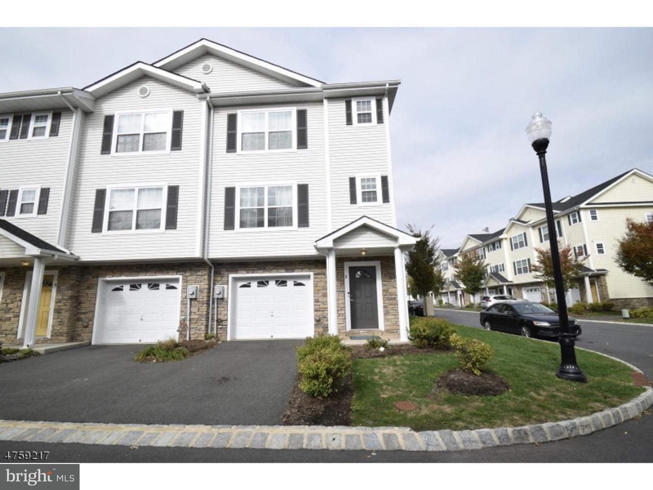 Maison accolée pour l Vente à 3 KEENAN Street Somerset, New Jersey 08873 États-UnisDans/Autour: Franklin Township