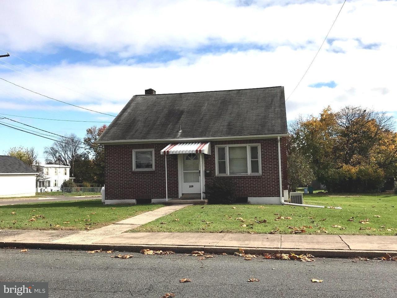 Maison unifamiliale pour l Vente à 328 FAIRVIEW Street Stowe, Pennsylvanie 19464 États-Unis