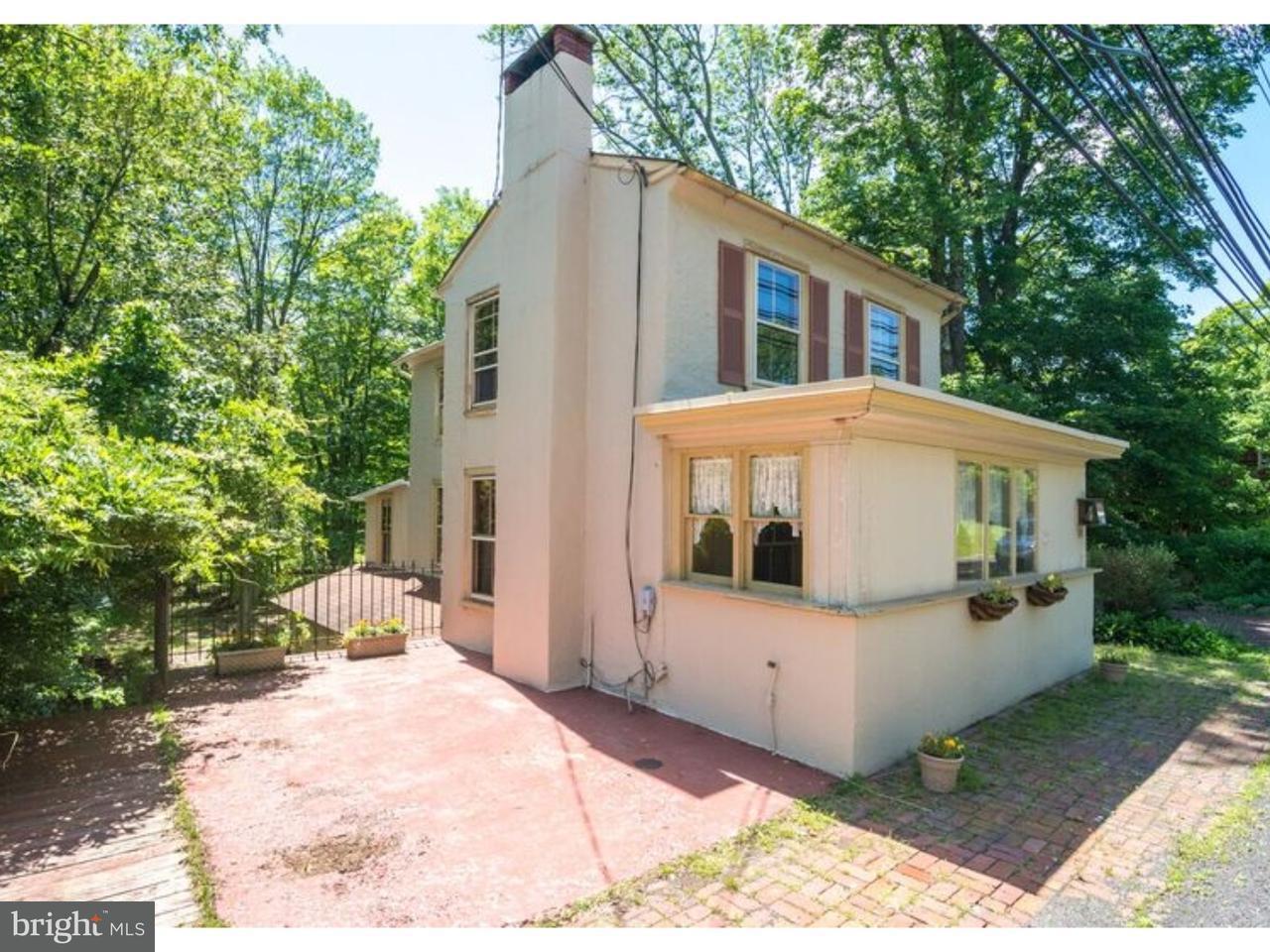 Maison unifamiliale pour l Vente à 3741 AQUETONG Road Carversville, Pennsylvanie 18913 États-UnisDans/Autour: Solebury Township