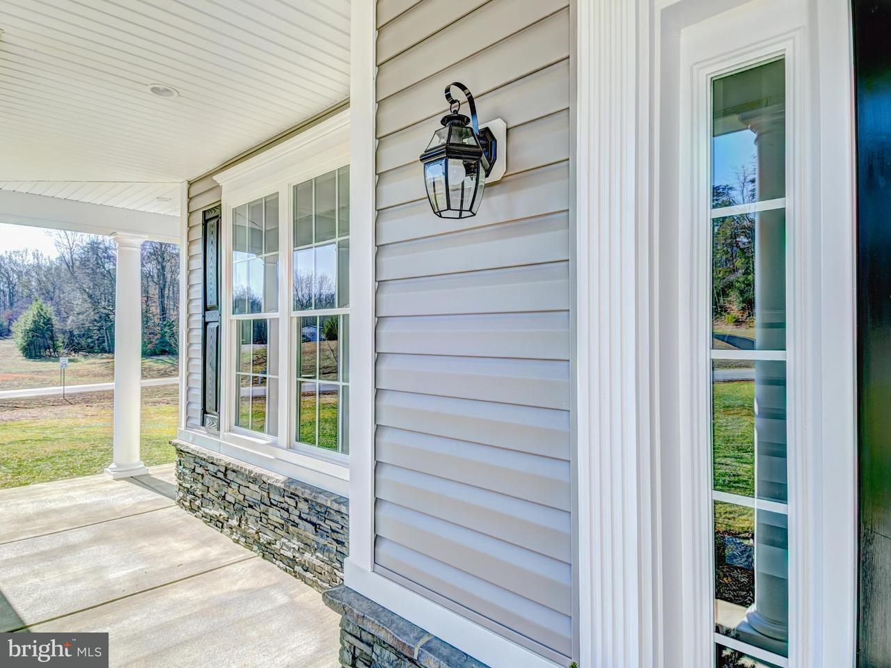 Частный односемейный дом для того Продажа на 15805 CHALICE VINE Court 15805 CHALICE VINE Court Hughesville, Мэриленд 20637 Соединенные Штаты