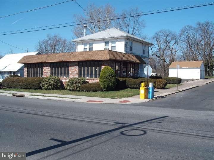 Частный односемейный дом для того Продажа на 500 W BRIDGE Street Morrisville, Пенсильвания 19067 Соединенные Штаты