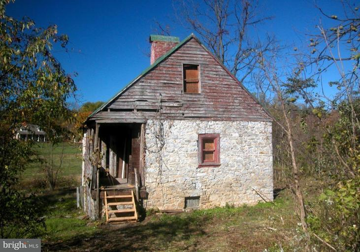 Additional photo for property listing at 104 Stonebrook Rd  Winchester, Virginia 22602 United States