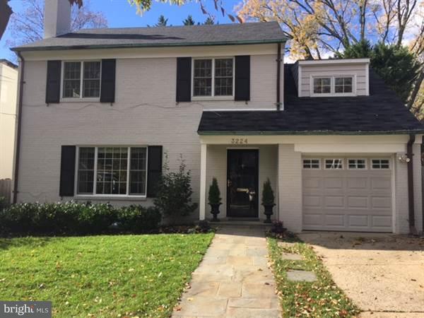 Частный односемейный дом для того Продажа на 3224 45TH ST NW 3224 45TH ST NW Washington, Округ Колумбия 20016 Соединенные Штаты