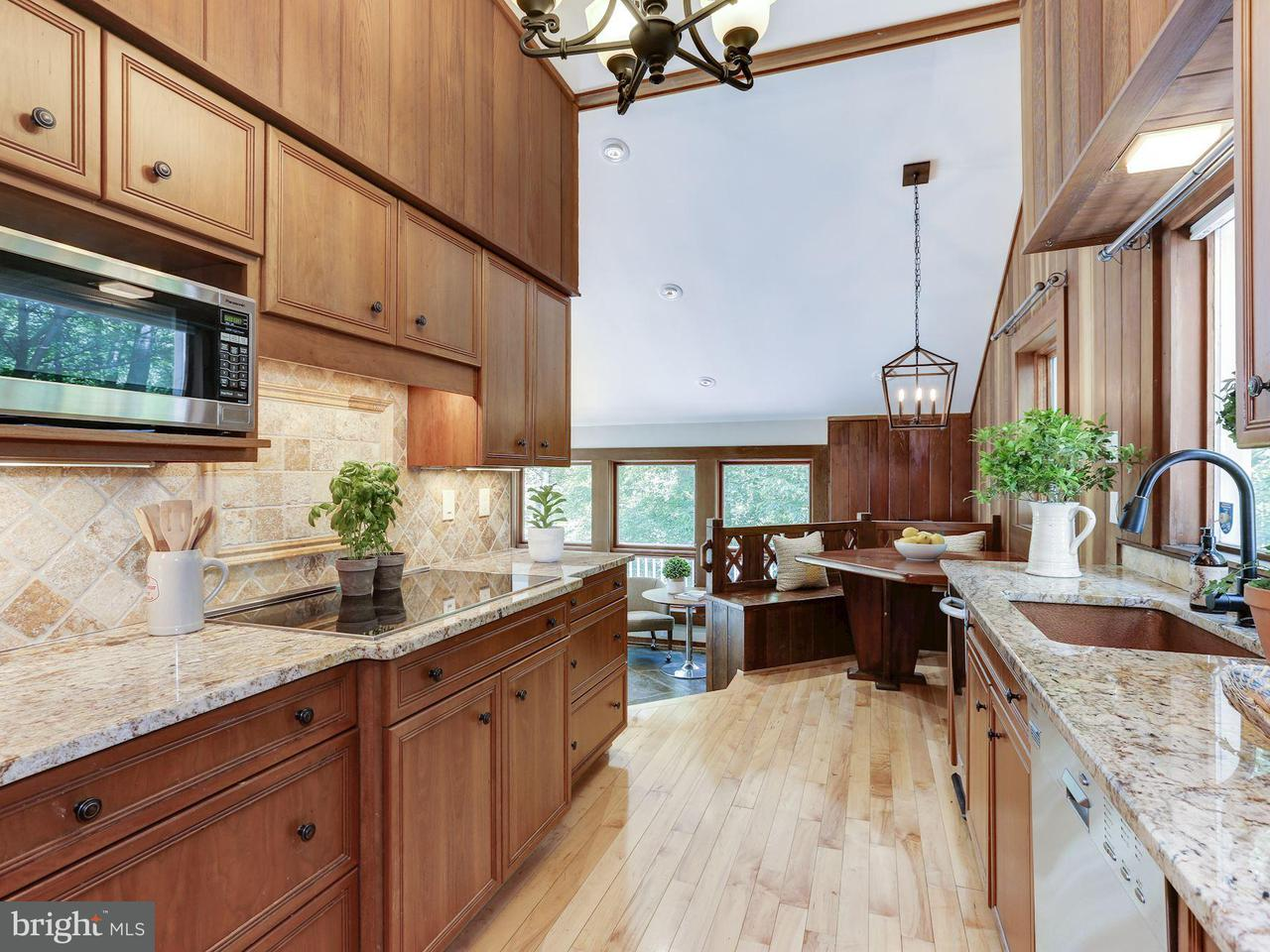 Single Family Home for Sale at 10626 BEACH MILL Road 10626 BEACH MILL Road Great Falls, Virginia 22066 United States