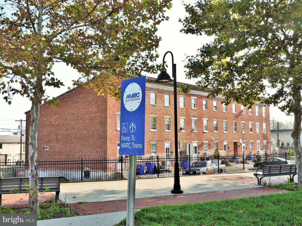 Многосемейный дом для того Продажа на 155-165 B AND O Avenue 155-165 B AND O Avenue Frederick, Мэриленд 21701 Соединенные Штаты