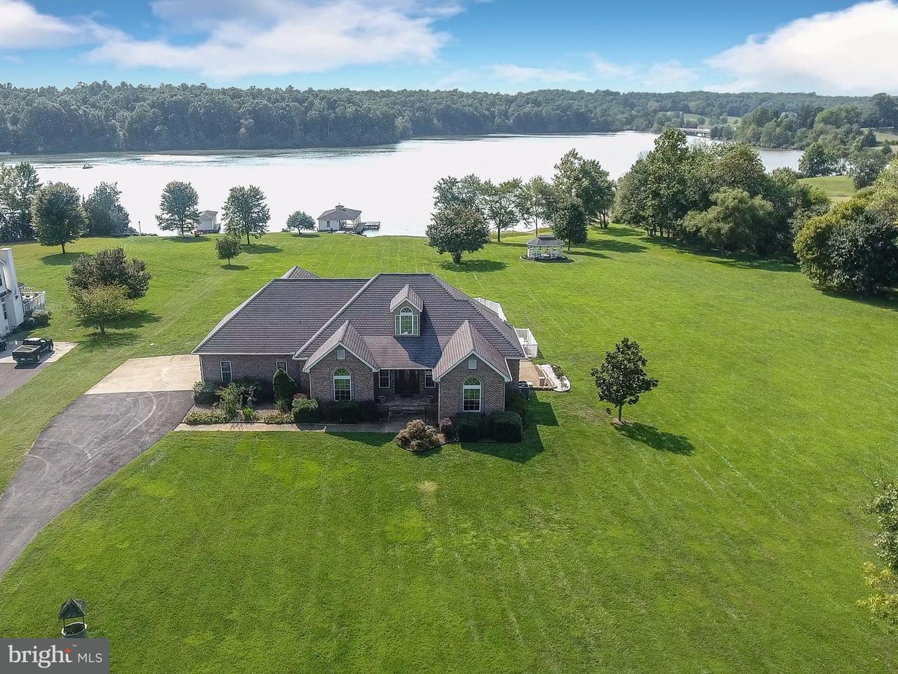 Maison unifamiliale pour l Vente à 6834 Lake Pointe Drive 6834 Lake Pointe Drive Mineral, Virginia 23117 États-Unis