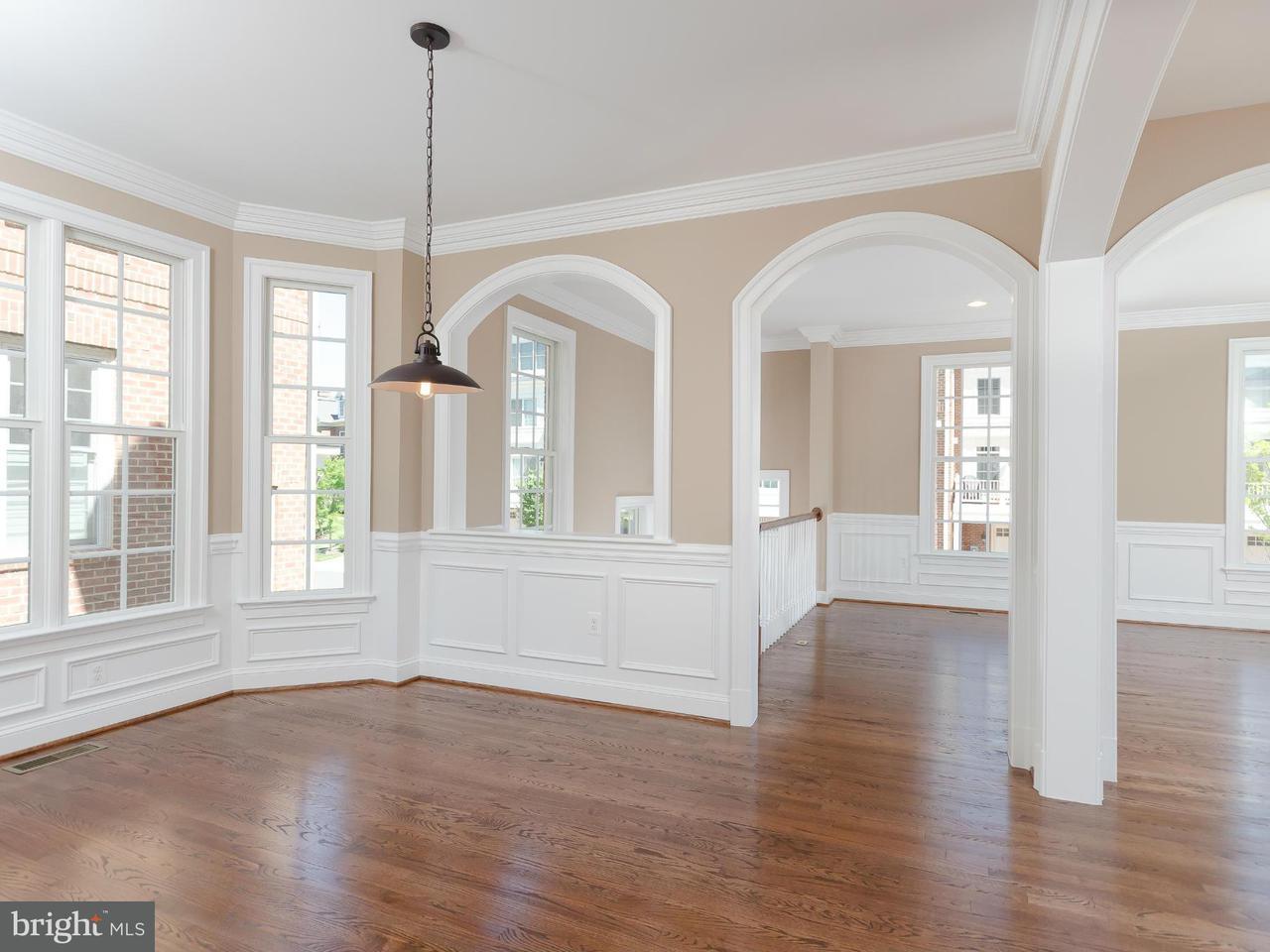 联栋屋 为 销售 在 10671 YORKTOWN Court 10671 YORKTOWN Court Fairfax, 弗吉尼亚州 22030 美国