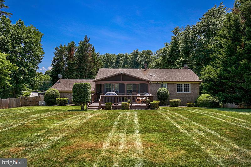 Single Family Home for Sale at 11806 WAPLES MILL Road 11806 WAPLES MILL Road Oakton, Virginia 22124 United States