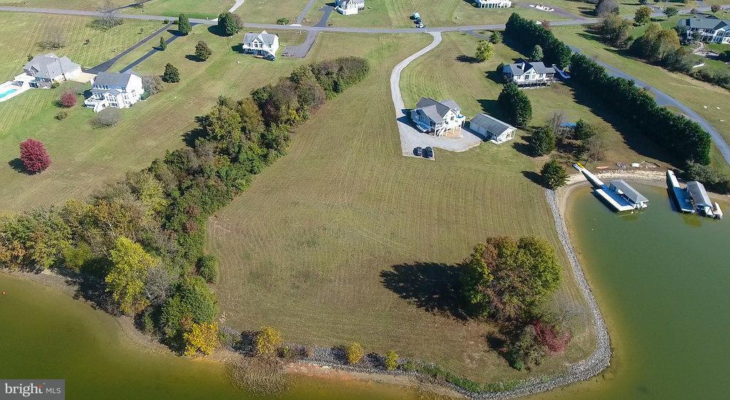 Terrain pour l Vente à 6822 LAKE POINTE Drive 6822 LAKE POINTE Drive Mineral, Virginia 23117 États-Unis