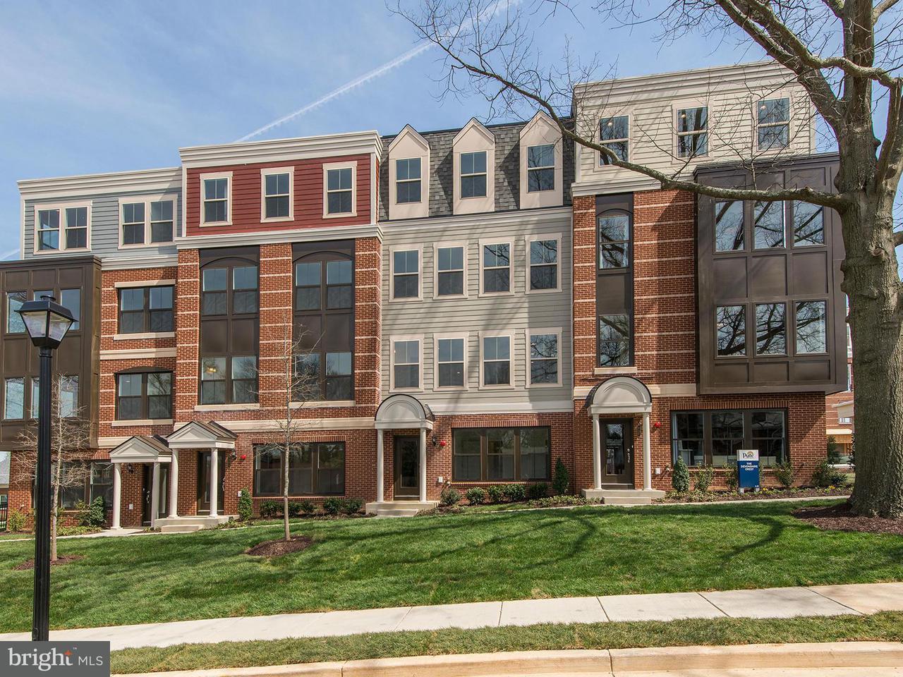 联栋屋 为 销售 在 3957 Oak St #0 3957 Oak St #0 Fairfax, 弗吉尼亚州 22030 美国
