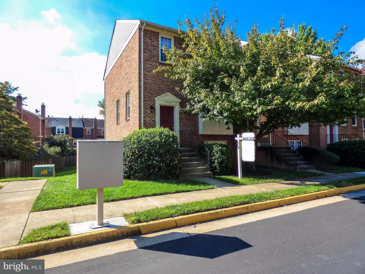 Townhouse for Sale at 10123 OAKWOOD CHASE Court 10123 OAKWOOD CHASE Court Oakton, Virginia 22124 United States