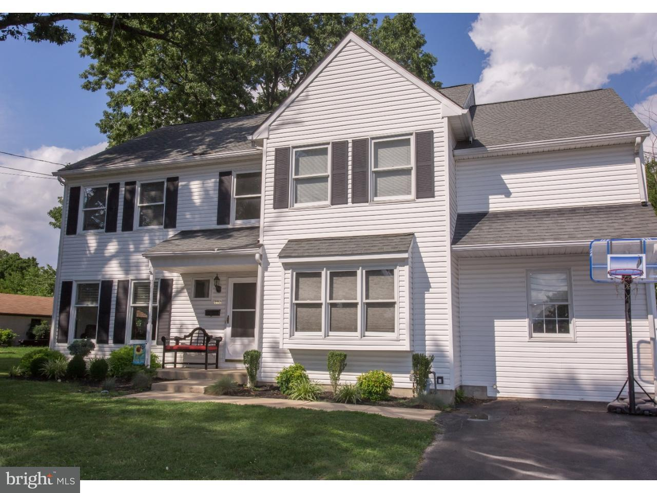 Single Family Home for Sale at 802 AMOSLAND Road Morton, Pennsylvania 19070 United States