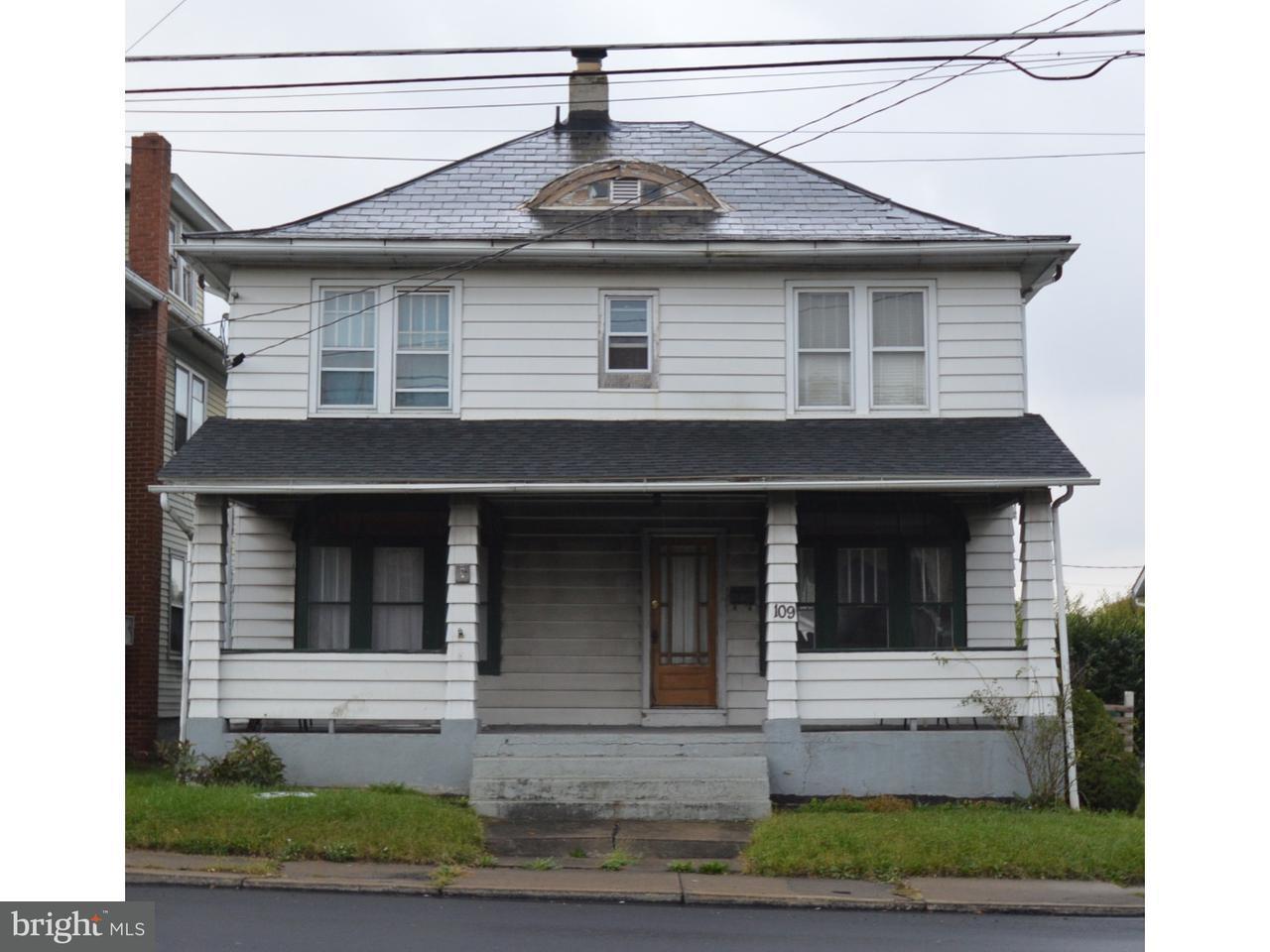 独户住宅 为 销售 在 109 N LEHIGH Avenue Wind Gap, 宾夕法尼亚州 18091 美国