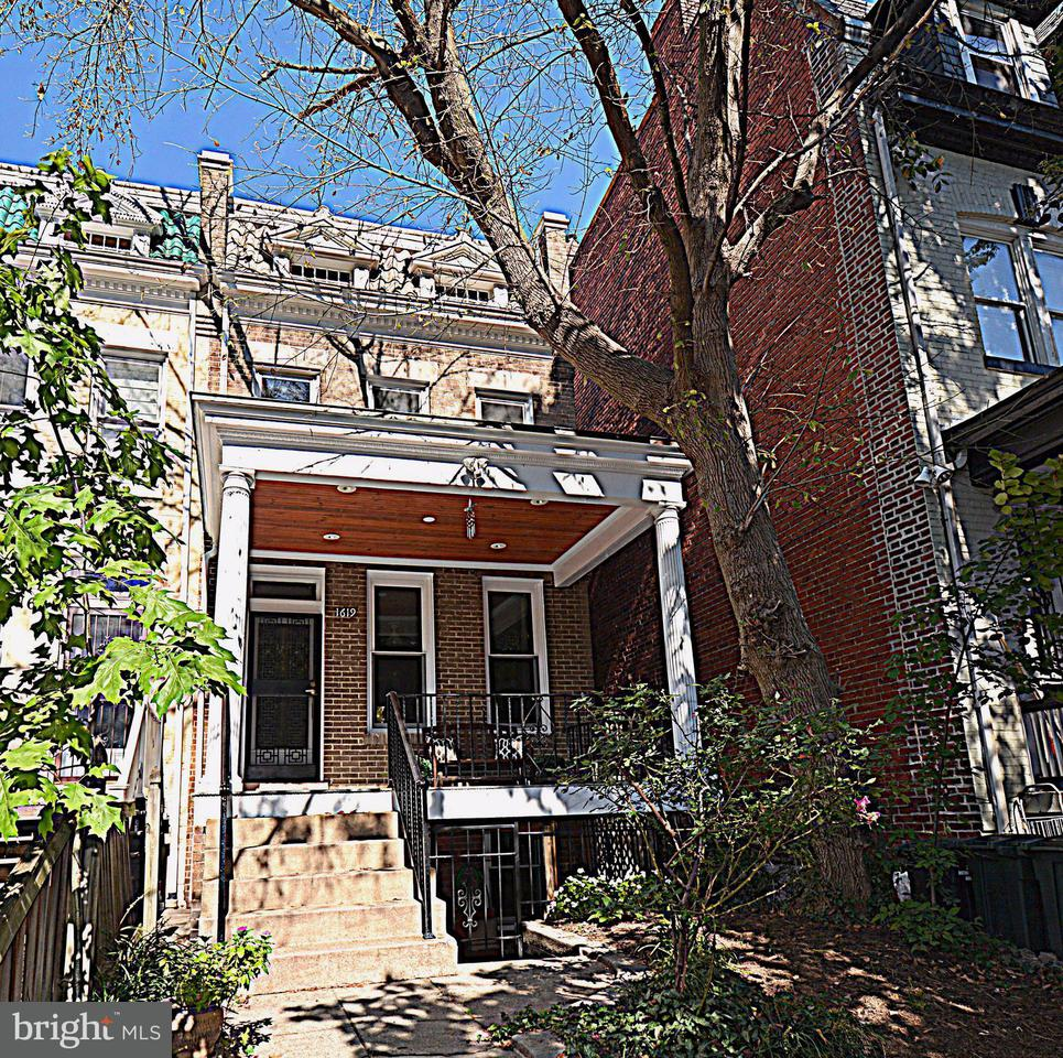 多棟聯建住宅 為 出售 在 1619 IRVING ST NW 1619 IRVING ST NW Washington, 哥倫比亞特區 20010 美國