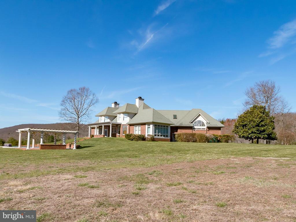 Частный односемейный дом для того Продажа на 2992 PLANK Road 2992 PLANK Road North Garden, Виргиния 22959 Соединенные Штаты