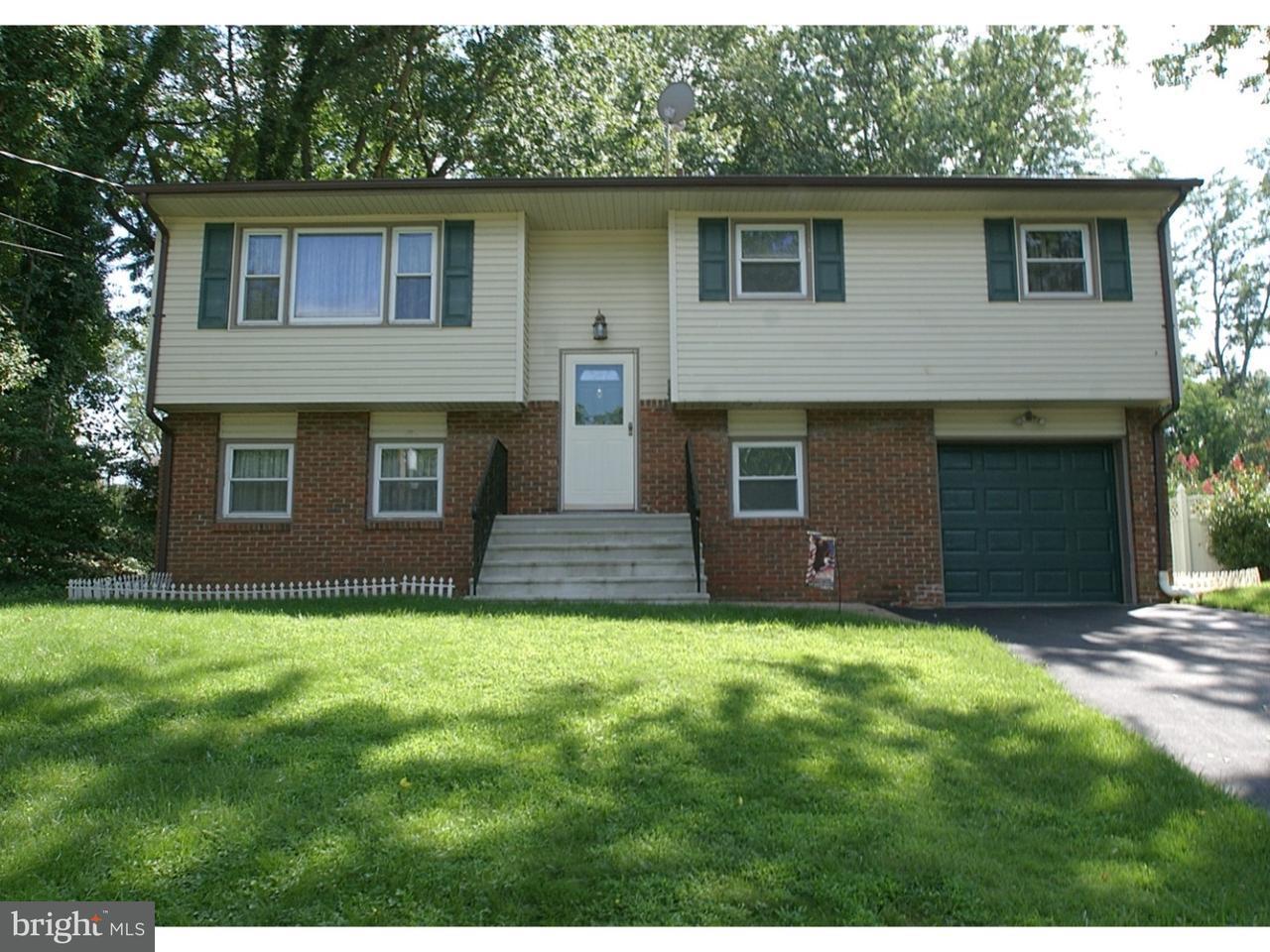 Частный односемейный дом для того Продажа на 11 HAGEMOUNT Avenue Hightstown, Нью-Джерси 08520 Соединенные ШтатыВ/Около: Hightstown Borough