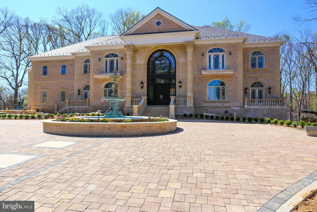 獨棟家庭住宅 為 出售 在 634 INNSBRUCK Avenue 634 INNSBRUCK Avenue Great Falls, 弗吉尼亞州 22066 美國