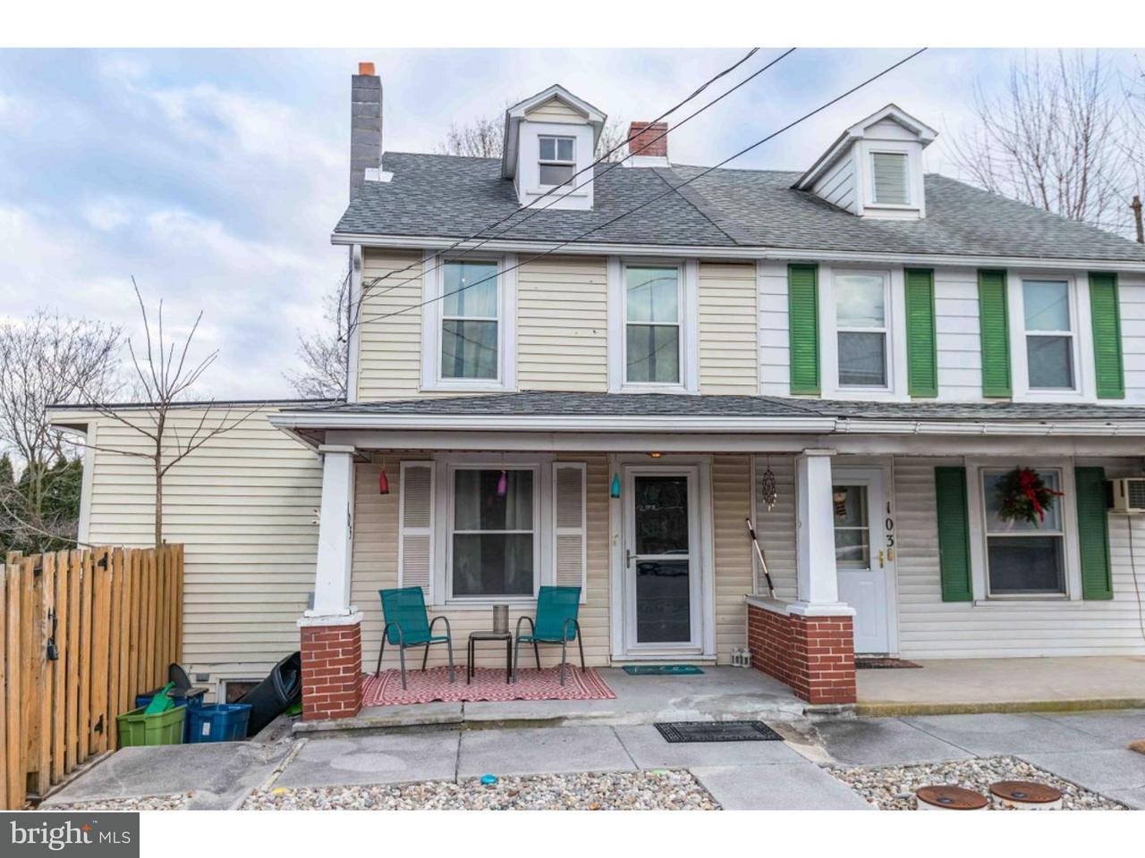 Casa unifamiliar adosada (Townhouse) por un Venta en 105 N FREEMAN Street Robesonia, Pennsylvania 19551 Estados Unidos