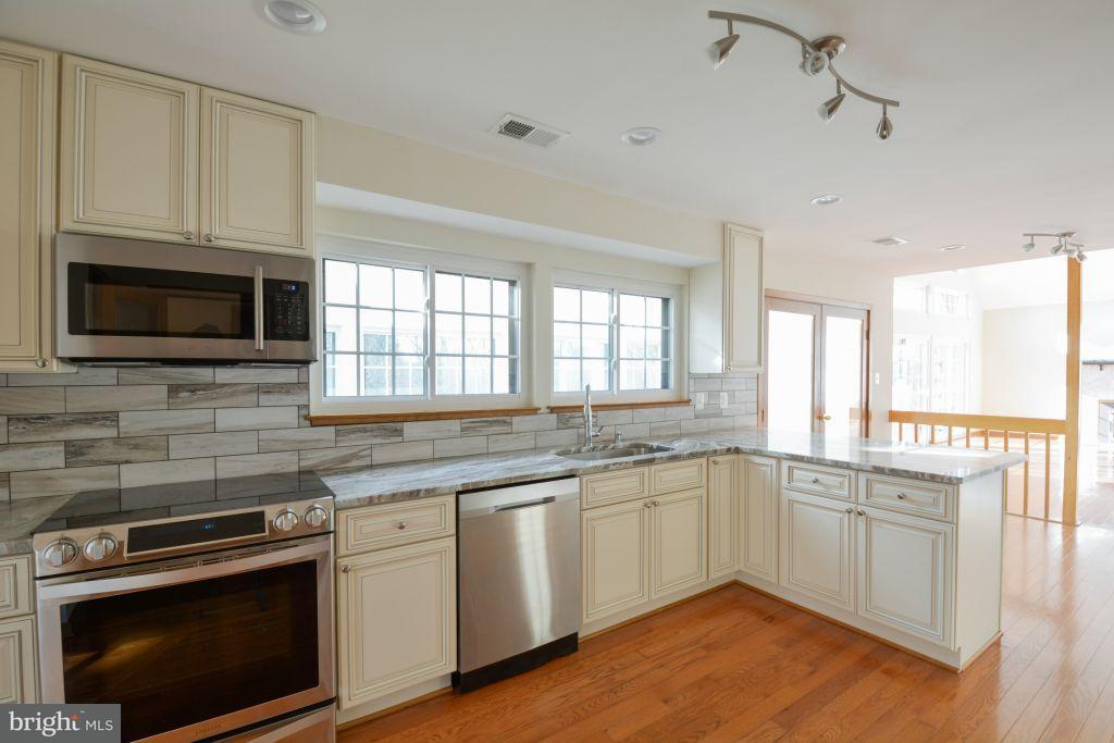 Частный односемейный дом для того Продажа на 9741 WINDY HILL Drive 9741 WINDY HILL Drive Nokesville, Виргиния 20181 Соединенные Штаты