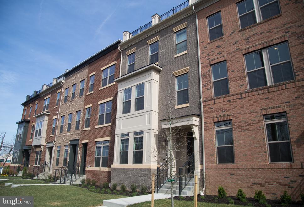 Townhouse for Sale at 14249 TRAVILAH 14249 TRAVILAH Rockville, Maryland 20850 United States