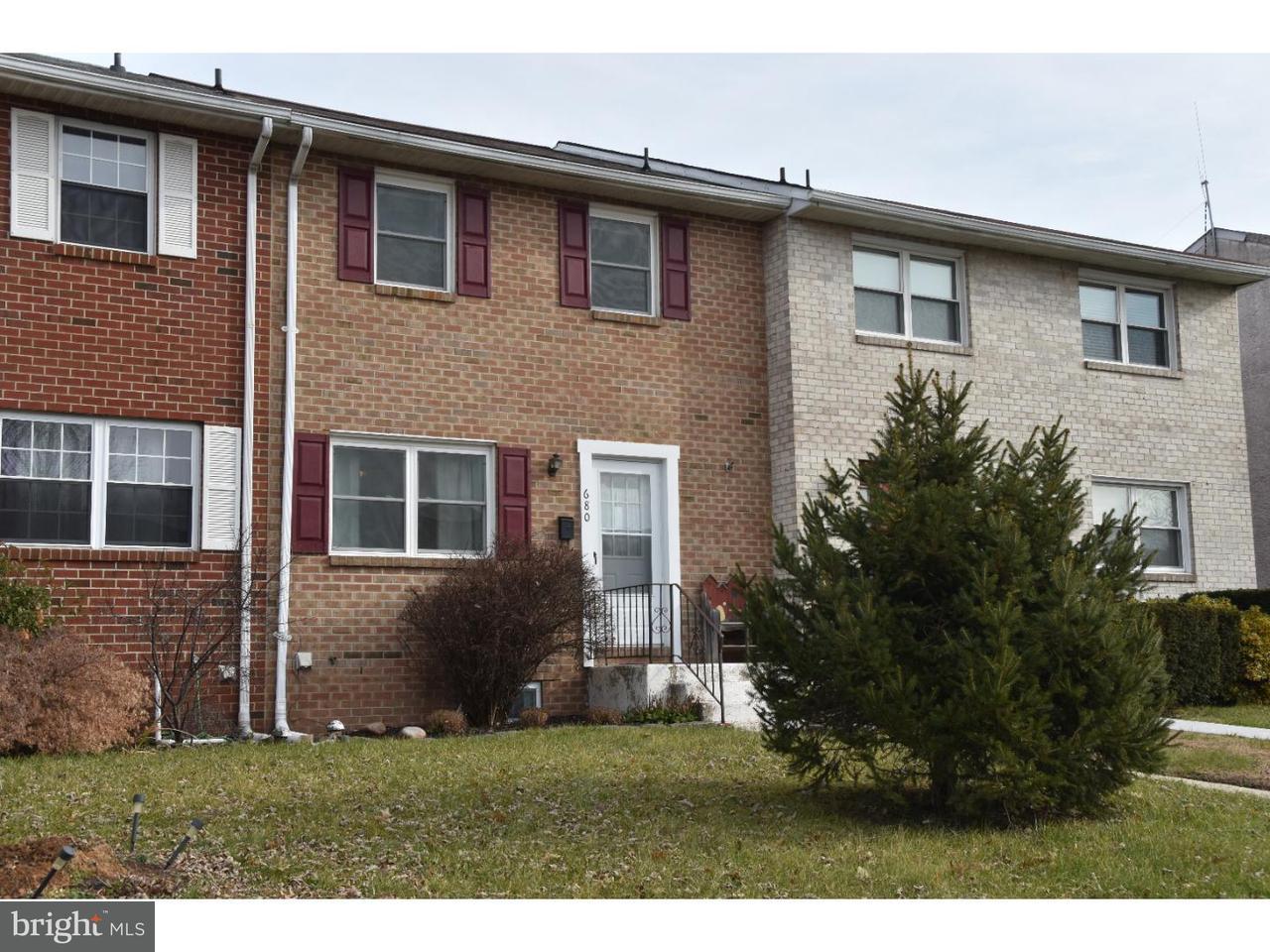 Casa unifamiliar adosada (Townhouse) por un Venta en 680 JEFFERSON Street Red Hill, Pennsylvania 18076 Estados Unidos
