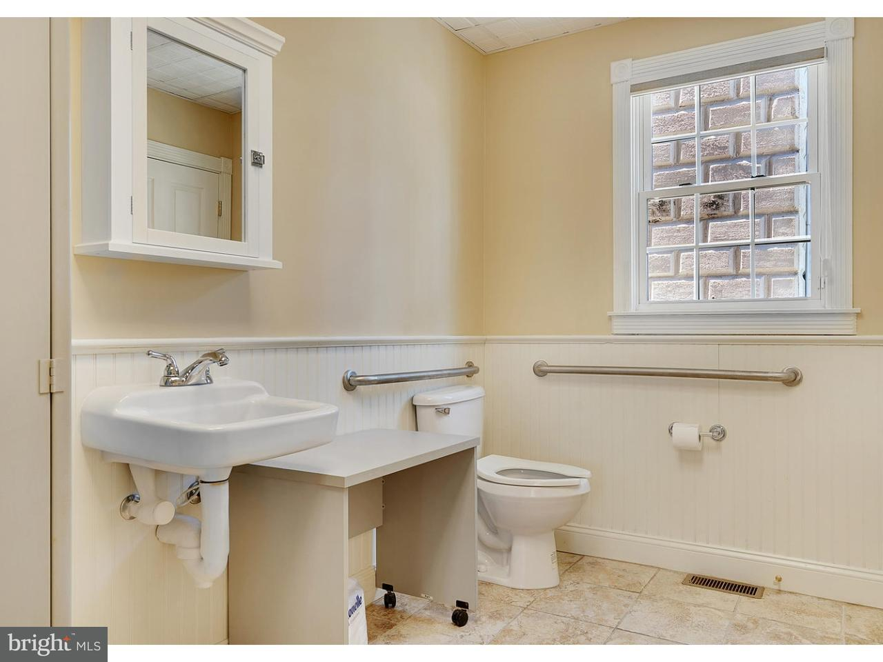 Additional photo for property listing at 684 E BAY Avenue  Barnegat, New Jersey 08005 États-Unis