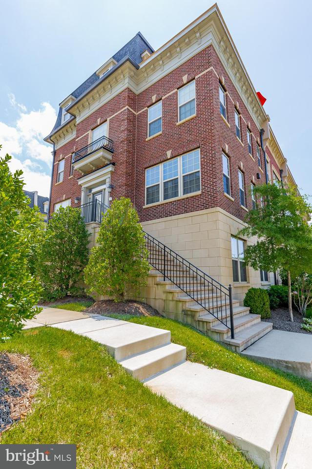 Townhouse for Sale at 701 QUAYSIDE CT #96 701 QUAYSIDE CT #96 Oxon Hill, Maryland 20745 United States