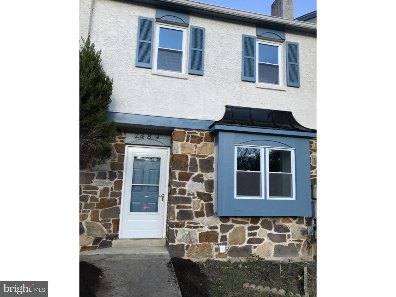 Maison accolée pour l Vente à 2489 COBBLESTONE Circle Norristown, Pennsylvanie 19403 États-Unis