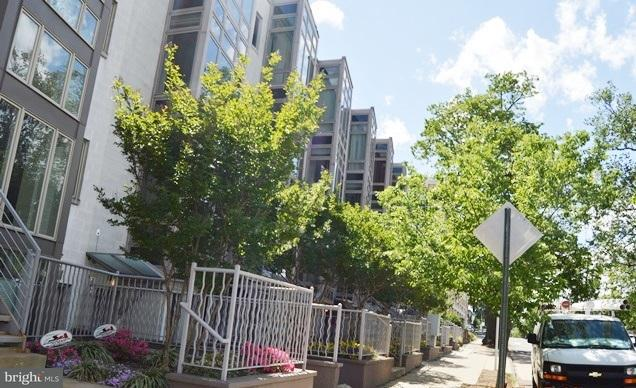 Additional photo for property listing at 227 R ST NE #A 227 R ST NE #A Washington, District Of Columbia 20002 United States