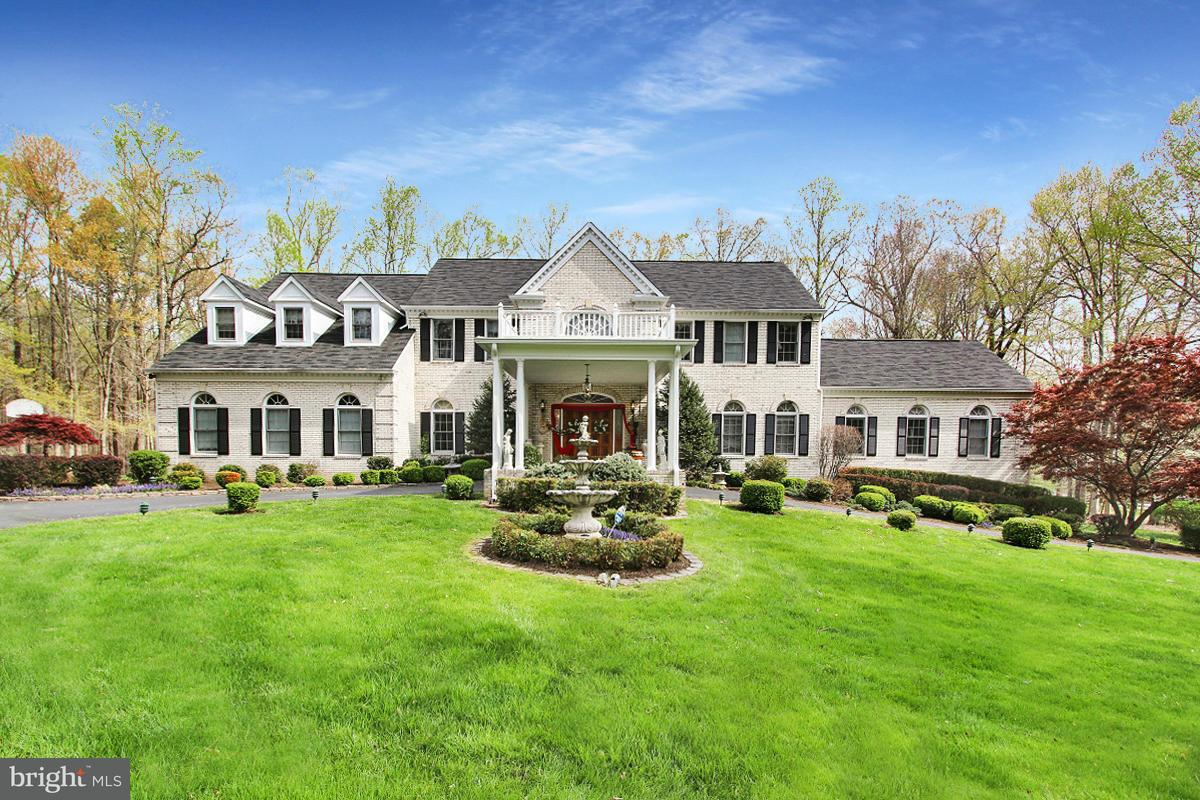 Villa per Vendita alle ore 7808 HILL HOUSE Court 7808 HILL HOUSE Court Fairfax Station, Virginia 22039 Stati Uniti
