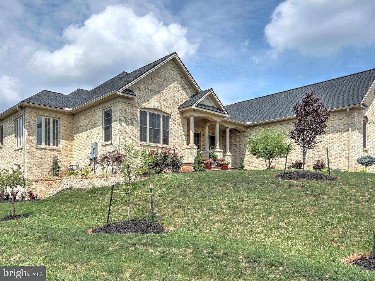 独户住宅 为 销售 在 1505 WINSFORD Lane 1505 WINSFORD Lane 约克郡, 宾夕法尼亚州 17404 美国