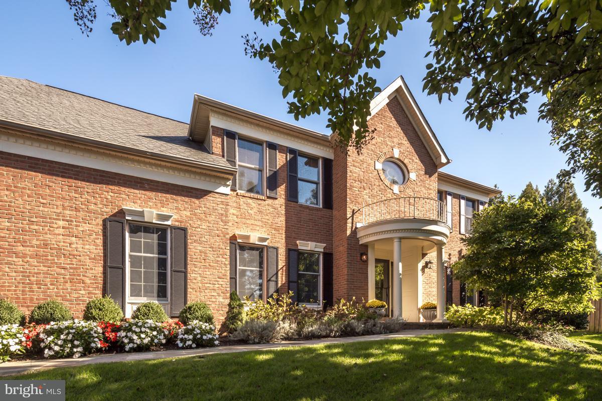 獨棟家庭住宅 為 出售 在 3189 POND MIST WAY 3189 POND MIST WAY Herndon, 弗吉尼亞州 20171 美國