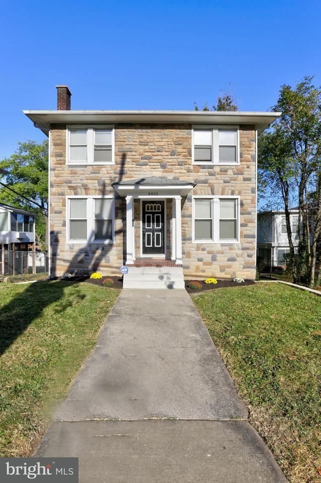 Single Family for Sale at 4400 Flowerton Rd Baltimore, Maryland 21229 United States