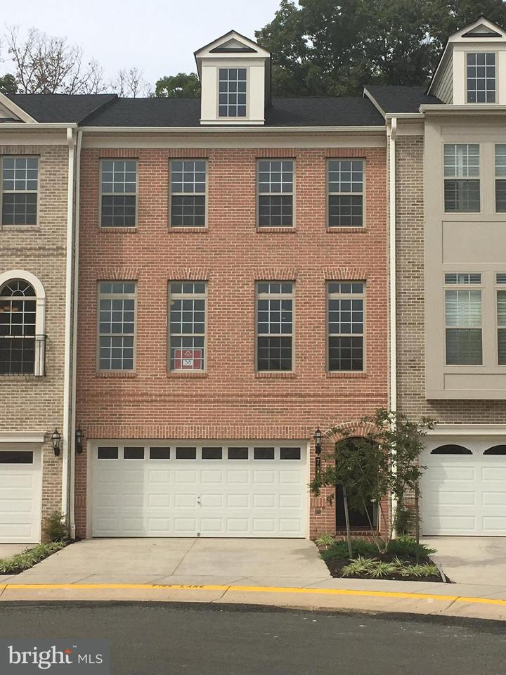 Townhouse for Sale at 7985 TURTLE CREEK Circle 7985 TURTLE CREEK Circle Gainesville, Virginia 20155 United States