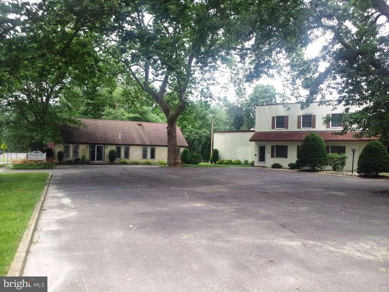 Nhà ở một gia đình vì Bán tại 10 REEVES Avenue Hamilton, New Jersey 08610 Hoa KỳTrong/Xung quanh: Hamilton Township