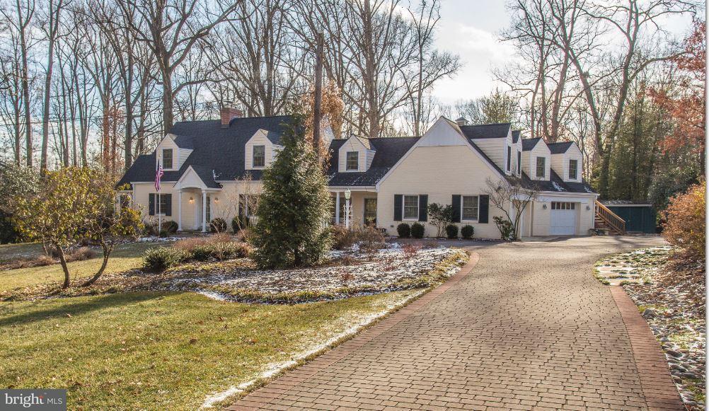 Частный односемейный дом для того Продажа на 7505 WALTON Lane 7505 WALTON Lane Annandale, Виргиния 22003 Соединенные Штаты