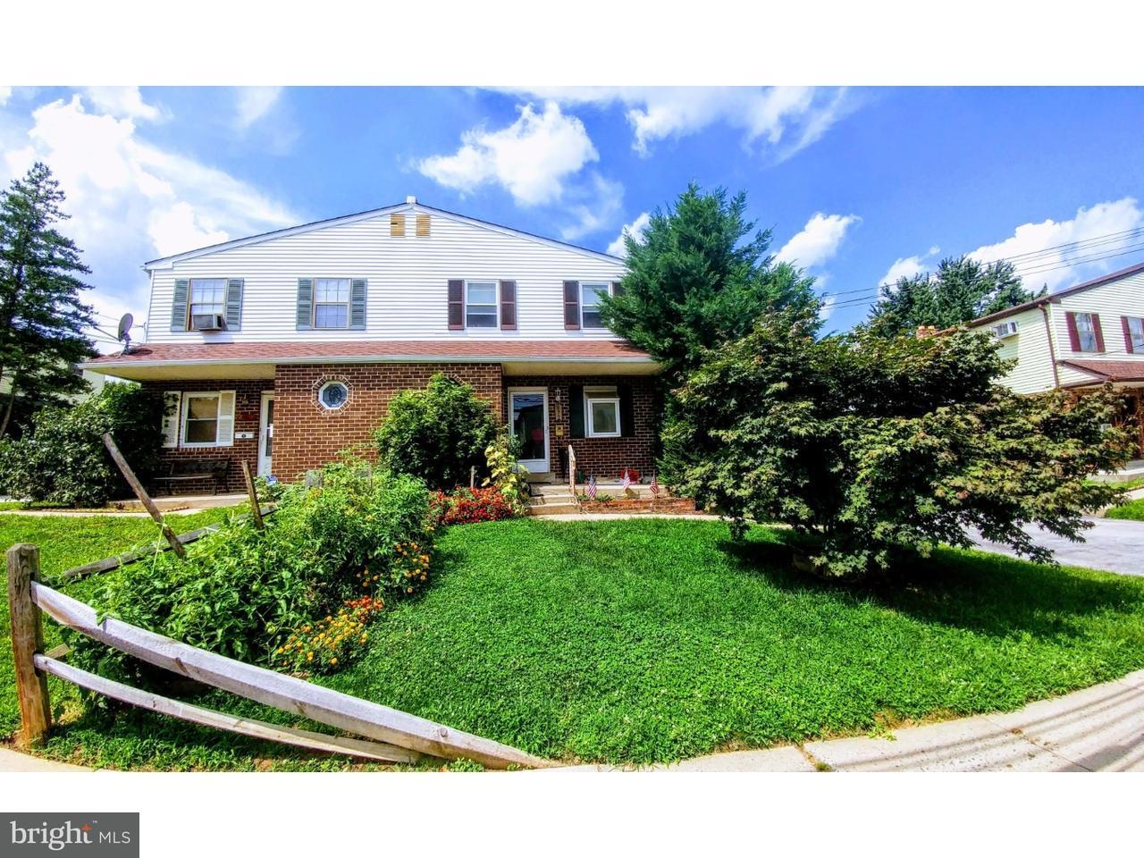 Duplex pour l Vente à 635 SPRUCE Street Collingdale, Pennsylvanie 19023 États-Unis