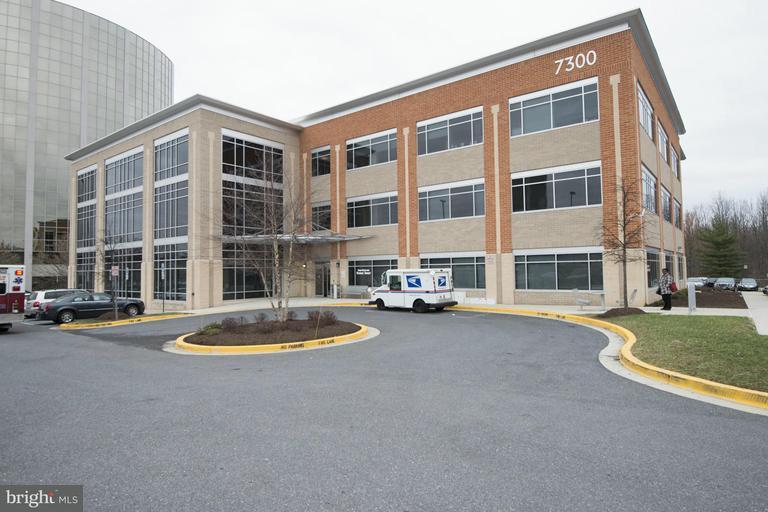 Commercieel voor Verkoop een t 7300 Hanover Dr #304 7300 Hanover Dr #304 Greenbelt, Maryland 20770 Verenigde Staten