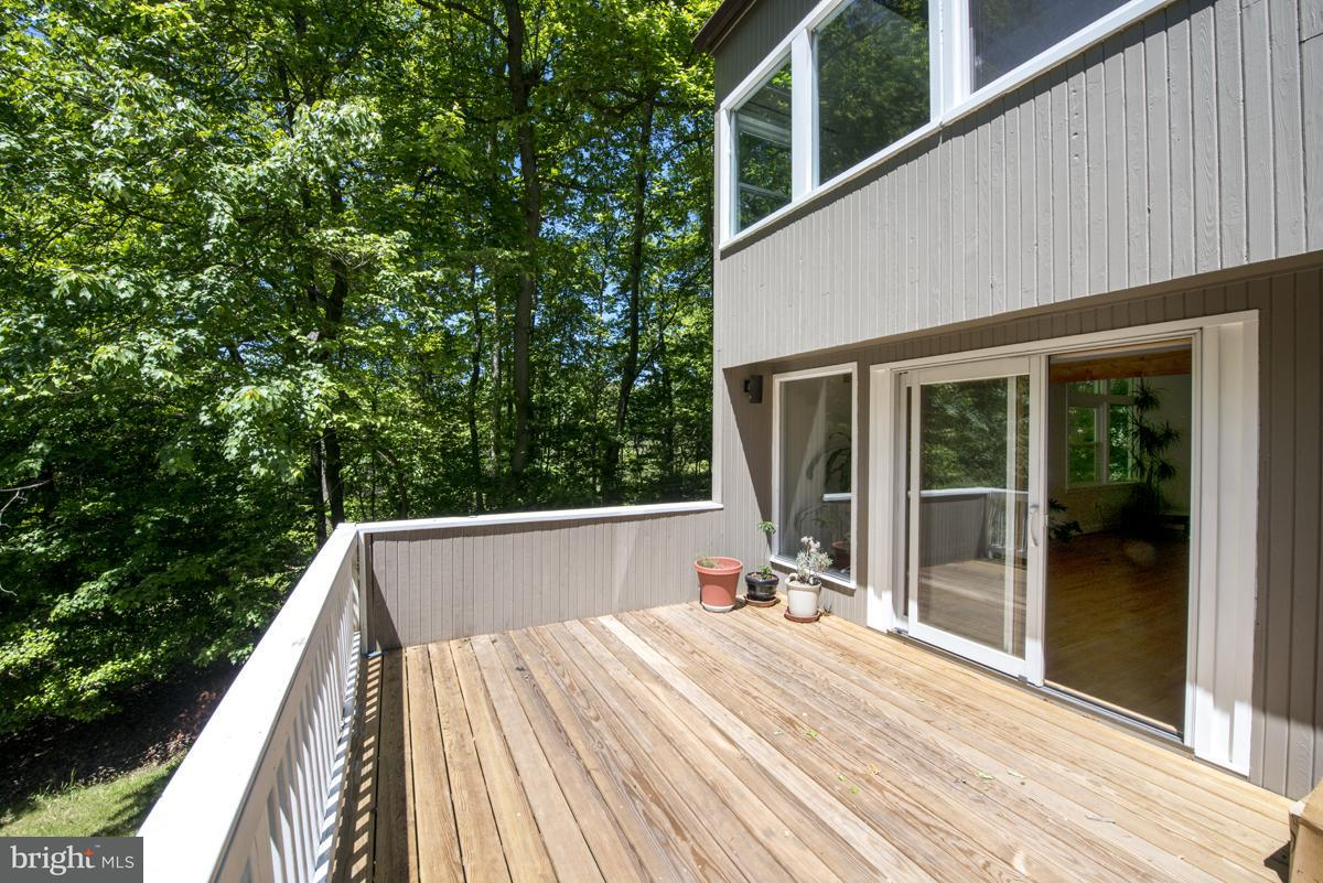 Additional photo for property listing at 9898 SUNNYBROOK Drive 9898 SUNNYBROOK Drive Great Falls, Virginia 22066 United States