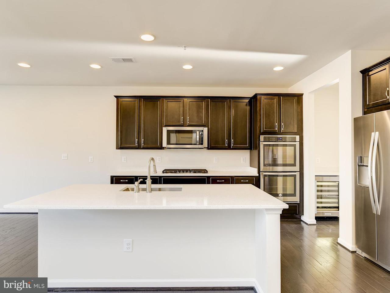 Частный односемейный дом для того Продажа на 2106 NOTTOWAY Drive 2106 NOTTOWAY Drive Hanover, Мэриленд 21076 Соединенные Штаты