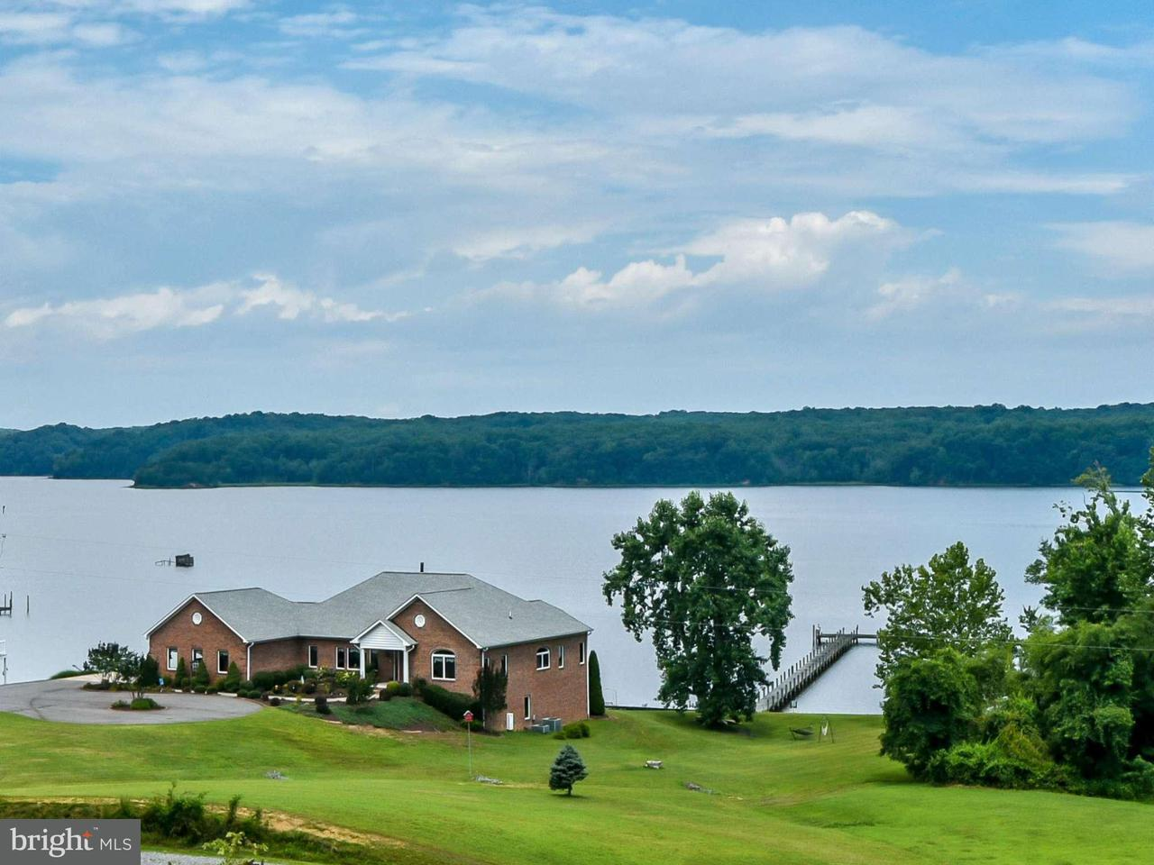 独户住宅 为 销售 在 5718 COVE HARBOUR Drive 5718 COVE HARBOUR Drive 乔治, 弗吉尼亚州 22485 美国