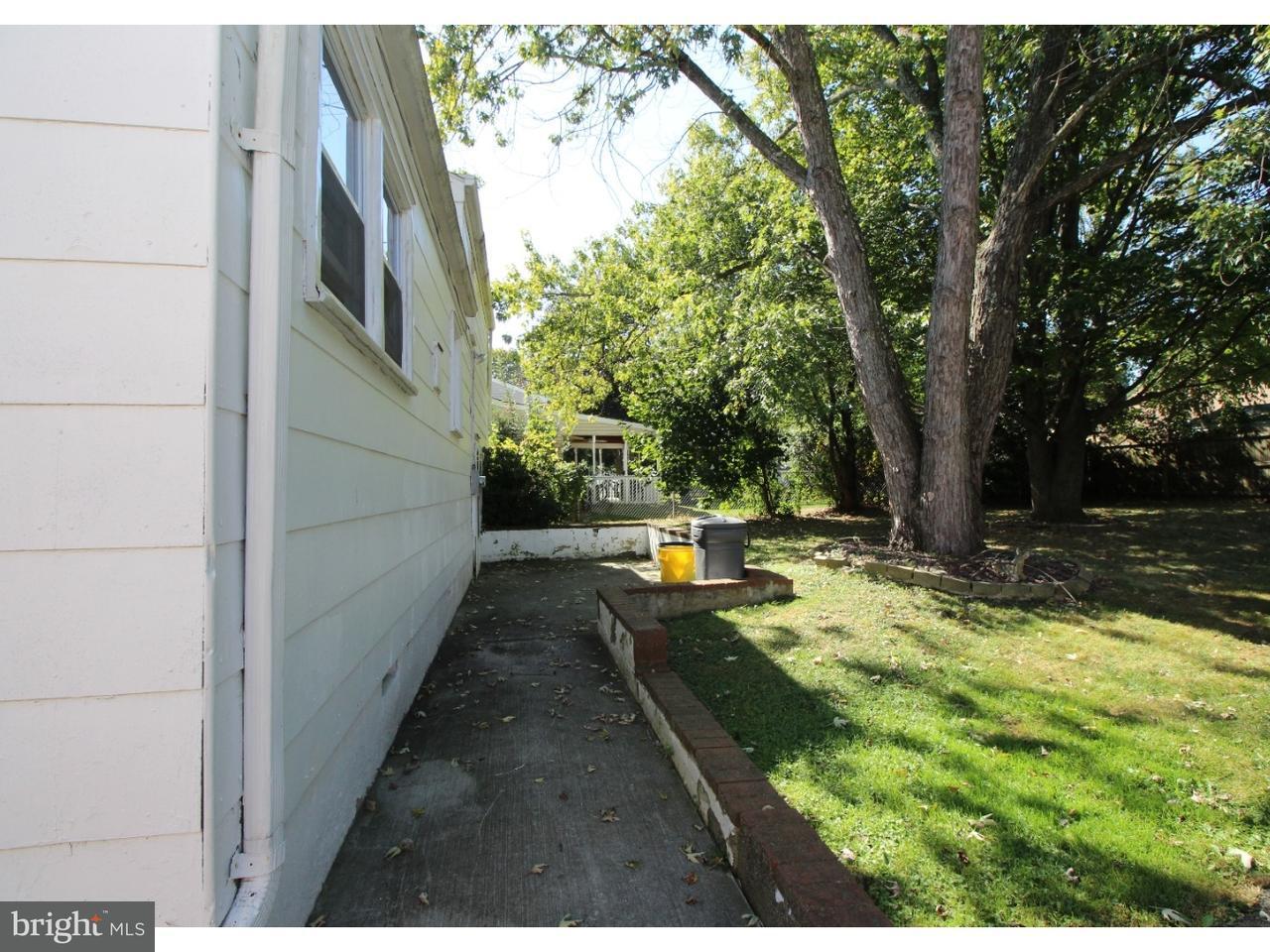 Частный односемейный дом для того Аренда на 1145 LOWER FERRY Road Ewing, Нью-Джерси 08618 Соединенные ШтатыВ/Около: Ewing Township