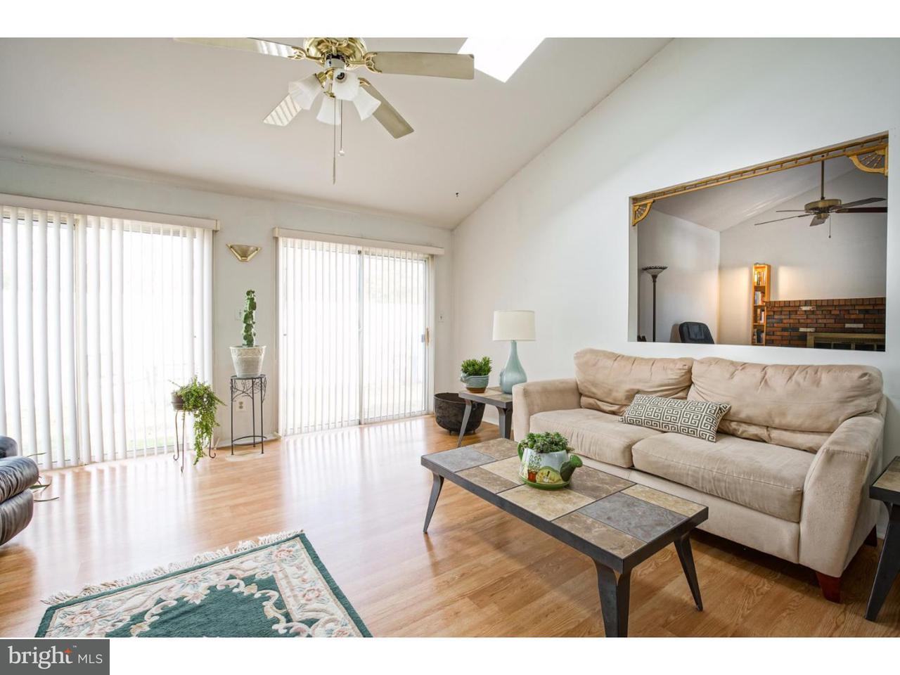 Частный односемейный дом для того Продажа на 16 CHINABERRY Lane Logan Township, Нью-Джерси 08085 Соединенные Штаты