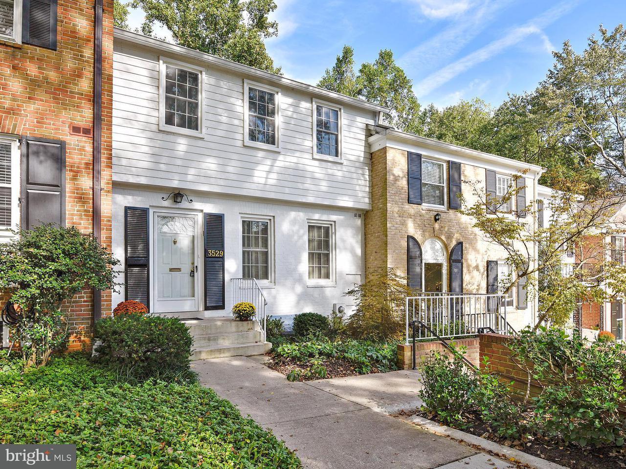 Maison accolée pour l Vente à 3529 HAMLET PL #504 3529 HAMLET PL #504 Chevy Chase, Maryland 20815 États-Unis
