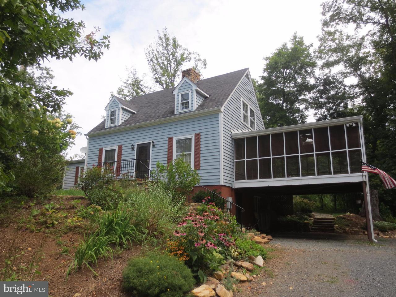 Maison unifamiliale pour l Vente à 5515 BEVERLEYS MILL Road 5515 BEVERLEYS MILL Road Broad Run, Virginia 20137 États-Unis