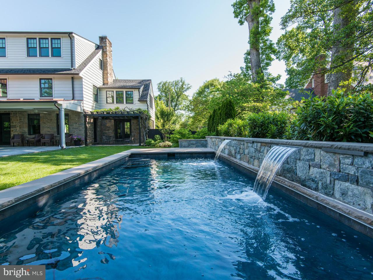 Additional photo for property listing at 5410 Moorland Ln  Bethesda, Maryland 20814 United States