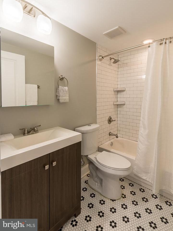 Additional photo for property listing at 1258 HOLBROOK TER NE #1 1258 HOLBROOK TER NE #1 Washington, District Of Columbia 20002 United States