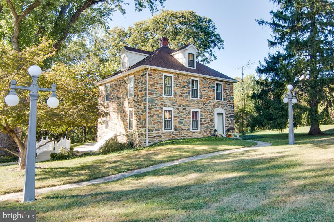 Частный односемейный дом для того Продажа на 828 6TH Avenue 828 6TH Avenue Brunswick, Мэриленд 21716 Соединенные Штаты