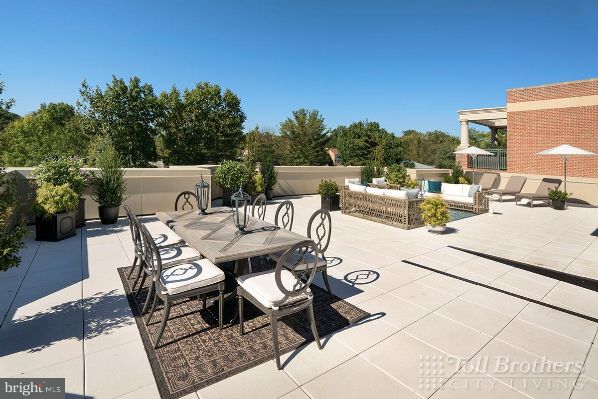 独户住宅 为 销售 在 4915 HAMPDEN LN #405 4915 HAMPDEN LN #405 贝塞斯达, 马里兰州 20814 美国