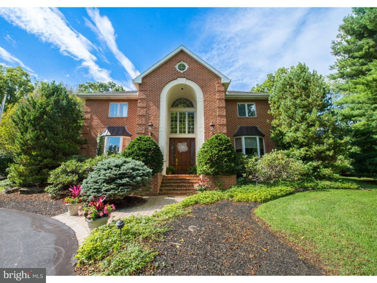 Частный односемейный дом для того Продажа на 1902 WOODS HOLLOW Lane Allentown, Пенсильвания 18103 Соединенные Штаты